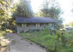 Foreclosed Home in Selmer 38375 93 MATT DAMMONDS RD - Property ID: 3369512