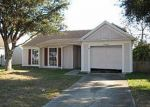 Foreclosed Home in Tampa 33624 10923 GREENAIRE DR - Property ID: 1945869